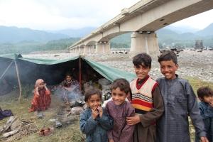 Nyfikna barn i Jamunapul