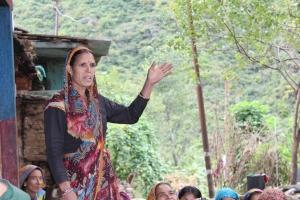 Laxmi bibi uttrycker sin frustration under mötet med UYRDC