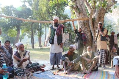 Alfa, en av byns VGPR, tar till orda under mötet