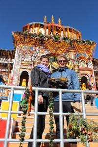 Me and Isabell in front of the Badrinath shrine.
