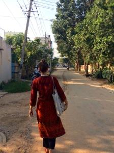 Katarina på väg till Svalornas kontor.