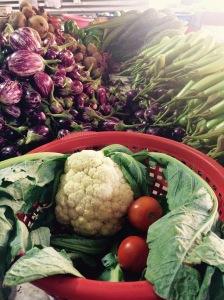 Smakrika grönsaker från marknaden.
