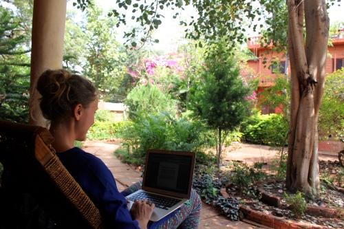 Terrassen på kontoret är så fin att vi nästan alltid vill sitta där! Foto: Kajsa Sennemark Aldman