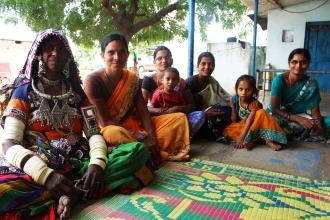 Från vänster: Navanita, Aruna, Aruna, Masru samt Tulchi som jobbar för PILUPU.