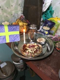 När vi hade en födelsedagsgris att fira, lyxade vi till det lite extra med bananpannkakor och risgrynsgröt.