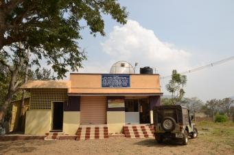 På Aadhimalais produktionscenter som ligger i Hasanur tillverkas bland annat millets i olika former.