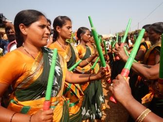 Kvinnorna öppnade invigningen med den traditionella dansen Kolatam. Foto: Louis Eberstål